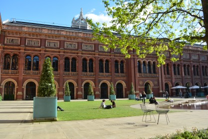 v & a courtyard